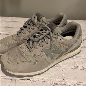 New Balance 696 women's Sz 8 gray suede sneakers